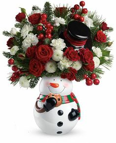 Send Christmas flowers, wreaths, table centerpieces, poinsettias and gourmet gift baskets delivered by a local florist in time for the holidays. Christmas Flower Arrangements, Christmas Flowers, Christmas Centerpieces, All Things Christmas, Floral Arrangements, Christmas Wreaths, Christmas Crafts, Christmas Decorations, Holiday Decor