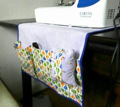 "Maybe add an antislip to the underneath to prevent the machine from ""wandering"" due to vibration Accessoires Divers, Diy Accessoires, Sewing Hacks, Sewing Tutorials, Sewing Projects, Cute Crafts, Diy Crafts, Bag Organization, Couture"