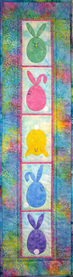 Quilted Wall Hanging Bunny Business Quilt idea not not pattern Table Runner And Placemats, Quilted Table Runners, Tablecloth Ideas, Small Quilts, Mini Quilts, Quilting Projects, Sewing Projects, Animal Quilts, Quilted Wall Hangings
