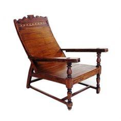 Cadeira de madeira na cor natural. A cadeira pode ser usada como conjunto para mesa de jantar ou individual.    CorNatural  MaterialMadeira  Medidas100 x 35 x 35 cm