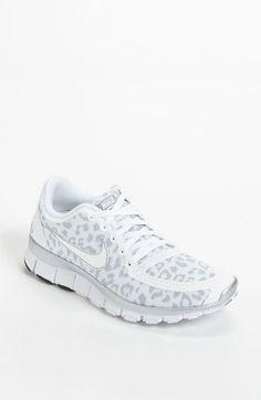 cheap nike tennis shoes women