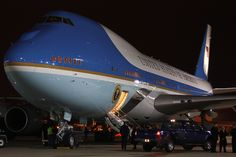Air Force One The Night Before The 2012 Election Air Force Bases, Us Air Force, United States Secret Service, Airport Design, Airplane Fighter, Airplane Photography, Jumbo Jet, Force One, Air France