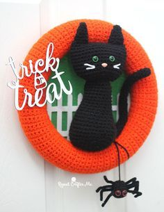Halloween is one of my favorite holidays to decorate for! And I've got a head start on my DIY decor with this Crochet Halloween Cat Wreath! It's a…