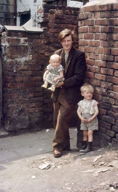 Photographs reveal forgotten Manchester and Salford slums - BBC News History Of Photography, Documentary Photography, Street Photography, Throwback Thursday, Old Pictures, Old Photos, Vintage Photographs, Vintage Photos, Shirley Baker