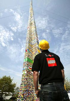 This 100-foot tall LEGO tower took 500,000 bricks to build. Even crazier: it was built in 2008 and there have been many towers since then that broke its record! Design Lego, Legos, Big Lego, Lego Sculptures, Amazing Lego Creations, Lego Toys, Lego Worlds, Lego Projects, Lego Friends