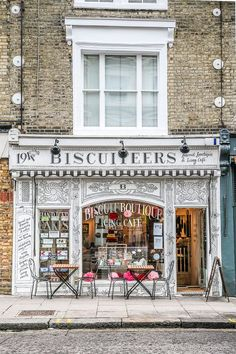 Biscuiteers is a cafe and shop selling biscuits and cookies in London's Notting Hill. It's one of the prettiest cafes and shops in London. #london #cafe #nottinghill