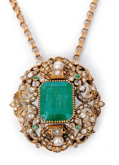 An emerald diamond pendant with necklace Russia, mid 19th cent. 18 ct. yellow gold. In the center one emerald in emerald cut of c. 12 ct. (1,8 x 1,5 cm, reverse with imperfection), framed by 140 small diam. in circular cut and round and asymmetrical rosecut, additional 2 cultured pearls and 4 small emeralds in round cut