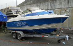 BENETEAU FYEN 56 DAY CRUISER  Beneteau 56 mit Trailer Kabinensportboot mit Trailer Nautilus, Verdeck, Ganzpersenning, Bugluke zum öffnen, Liegefläche.   Preis: CHF 7900,-Bodenseezulassung:Nein Jahrgang:1989Breite:5.50 m Angebot:OccasionenLänge:2.30 m Typ:Kabinenboot, Sportboot, Daycruiser, Fischerboot, Wasserski