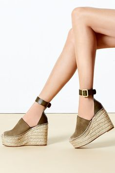 Spring is looking better and better with these #Chloe espadrilles #10022Shoe