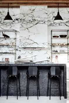 Kitchen Interior Design Kitchen Trends Marble - Looking to renovate your kitchen this year? We investigated biggest kitchen trends so you can make smart design decisions. White Marble Kitchen, Black And White Marble, Marble Wall, White Stone, Architecture Restaurant, Hotel Restaurant, Architecture Design, Big Kitchen, Kitchen Decor