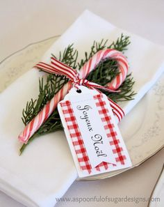 DIY Christmas Place Setting: Take a plain napkin, cut a sprig of greenery from a pine tree, add a candy cane, and a Joyeux Noel Tag, and tie it up with some red and white striped ribbon Christmas Tea Party, Noel Christmas, Winter Christmas, All Things Christmas, Christmas Crafts, Christmas Candy, Beach Christmas, Simple Christmas, Christmas Place Cards