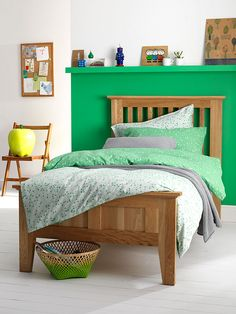 Fun childrens bedding set in vibrant green. With a simple stars design this bedding set is reversible and available in single and double sizes at Secret Linen Store. Kids Bedding Sets, Cotton Bedding Sets, Best Bedding Sets, Luxury Bedding Sets, Childrens Bed Linen, Bed Linen Sale, Green Bedding, Cozy Bed, Linen Store