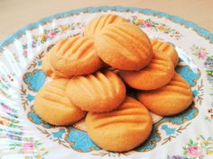 Make melting moments custard powder cookies biscuits recipe Bbc Good Food Recipes, Easy Cake Recipes, Baking Recipes, Cookie Recipes, Dessert Recipes, Cinnamon Recipes, Desserts, Healthy Recipes, Custard Biscuits