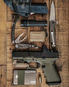 Edc Tactical, Tactical Survival, Survival Tools, Bushcraft Gear, Bushcraft Equipment, Custom Glock 19, Arsenal, Everyday Carry Gear, Military Guns