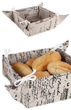 Cos pentru paine din bumbac; dimensiuni 18x18x9 cm. Ideal pentru mese rustice, dar si moderne.