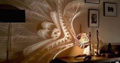 Ces lampes créent un art incroyablePrzemek, également connu sous le nom de Calabarte, est un artiste polonais qui sculpte soigneusement des gourdes