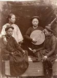 Anonyme. Femmes musiciennes en Indochine, circa 1890.Tirage citrate d'époque
