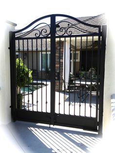 Fence Gate Design, Front Gate Design, Main Gate Design, House Gate Design, Roof Design, Wrought Iron Driveway Gates, Metal Garden Gates, Entrance Gates, House Entrance