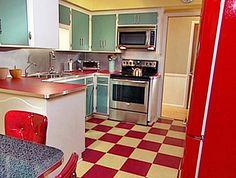 amoblamiento de cocina retro blanco puertas color