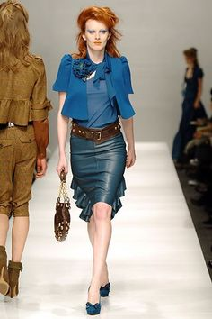 Moschino Fall 2005 Ready-to-Wear Fashion Show - Karen Elson