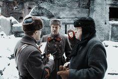 Действие фильма происходит в блокадном Ленинграде, зимой 1942 года. Жители города страдают от холода и голода, но они даже не подозревают, какая смертельная опасность нависла над их головами. Лаборатория, в которой хранились смертельные вирусы, была разрушена бомбой и вскоре ужасной смертью начали гибнуть люди. Полномасштабную эпидемию сдерживал лишь лютый мороз, который должен был смениться теплой погодой через три дня. У офицера НКВД Андреева и молодого врача Марицкой есть всего 72 часа…