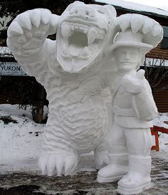 snow_sculpture Snow Sculptures, Sculpture Art, Frozen Art, Snow Much Fun, Ice Art, Snow Art, Snowball Fight, Winter Decorations, Frosty The Snowmen