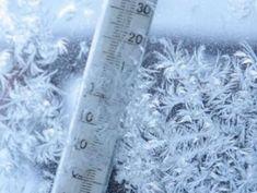 Meteo: vreme de iarnă până pe 8 martie Voss Bottle, Water Bottle, 8 Martie, Shag Rug, Shaggy Rug, Water Bottles, Blankets
