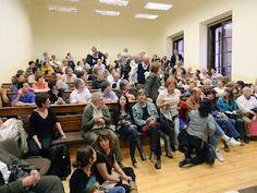20 de abril de 2010: el aula de la Universidad abarrotada durante una de las asambleas de apoyo a Garzón.