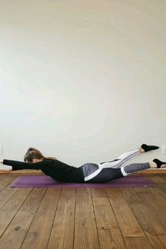 Strengthen your back muscles with this exercise routine. Weak back muscles are often the reason for back pain and injuries. Strengthen your back muscles with this exercise routine. Weak back muscles are often the reason for back pain and injuries. Fitness Workouts, Yoga Fitness, At Home Workouts, Squats Fitness, Fitness Games, Fitness App, Fitness Planner, Ballerina Workout, Life Fitness