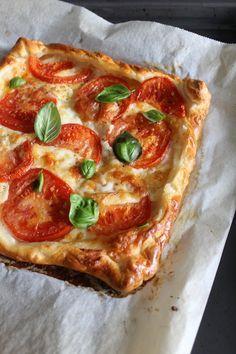 Simpele plaattaart met tomaat, mozzarella en basilicum | Beginspiration