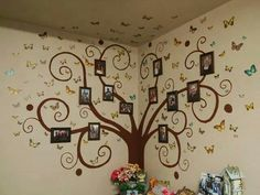 A super cute idea for a family tree portrait since im Puerto Rican ill change the butterflies into mangos hahaha