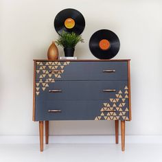 SOLD Painted retro chest of drawers, mid century modern dresser, vintage drawers in grey, MCM chest of drawers, upcycled retro furniture Mid Century Modern Dresser, Mid Century Modern Furniture, Midcentury Modern, Retro Furniture, Painted Furniture, Geometric Furniture, Furniture Ideas, Diy Design, Retro Sideboard