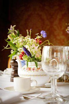 <3 teapots.