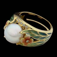 18kt yellow gold enamel pearl ring  ca. 1910.