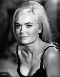 Shirley Eaton is today's Top Bond Girls image of the day. She played Jill Masterson in Goldfinger opposite Sean Connery as James Bond. Why not check out Jill Masterson's pr… Classic Actresses, British Actresses, Beautiful Actresses, Actors & Actresses, English Actresses, British Actors, Bond Girls, 007 Contra Goldfinger, Black And White