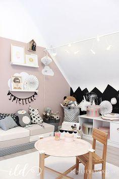 Kinderzimmer Deko mit Spielpolstern von http://www.lazychicken.de, Kuschelkissen von OYOY, Kindertisch und weitere Dekoprodukte aus IKEA's brakig Kollektion | kids room decoration ideas