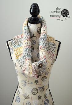Rustic Chunky Button Cowl - Free Crochet Pattern - Scarf of the Month Club hosted by The Stitchin' Mommy and Oombawka Design | www.thestitchinmommy.com