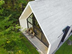Canadian firm has completed a contemporary cabin beside a lake in Quebec, with pale cedar cladding running up the exterior walls and over its gabled roof. Cedar Cabin, Timber Cabin, Wood Cabins, Lakeside Cottage, Lake Cottage, Lakeside Living, Brick Studio, Contemporary Cabin, Modern Lake House