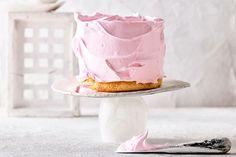 Pink grapefruit, yoghurt and cardamom chiffon cake Round Cake Pans, Round Cakes, Meringue Icing, Pink Food Coloring, Pink Foods, Polish Recipes, Polish Food, Chiffon Cake, Pink Grapefruit