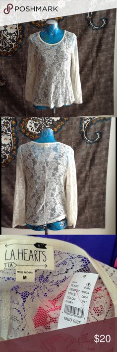 LA Hearts Lace Gypsy Medium Bell Sleeves Blouse In excellent condition.Bundle for a 20% discount🎉💃🏽 LA Hearts Tops Blouses