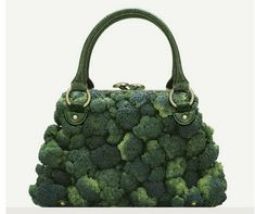 """A photographer Fulvio Bonavia dreamed of some amazing fashion accessories for his book """"A Matter of Taste"""". All these amazing creations are dreamed up using Moda Natural, Assiette Design, Exposition Photo, Food Humor, Funny Food, Edible Art, Food Design, Bag Design, Lady Gaga"""