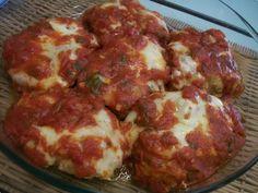 Frango à parmegiana Feito no forno,mais prático e com o mesmo sabor! Parmegiana feito com sobrecoxa de frango não tem erro. Travessa montada com molho e queijo vai ao forno e sai borbulhando.