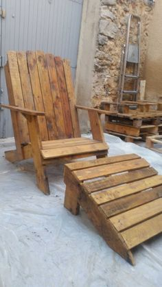 Pallet Furniture Ideas This is my version of the Adirondack chair with foot stool. - This is my version of the Adirondack chair with foot stool. Rustic Outdoor Furniture, Pallet Furniture, Outdoor Chairs, Antique Furniture, Modern Furniture, Furniture Nyc, Patio Chairs, Luxury Furniture, Side Chairs