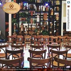 Loja de aluguel que amamos  Ontem presente no desfile da @mundoposto!! || Estamos completando 5 anos esse ano e em breve teremos muitas novidades para comemorar essa data!!! #Repost @ornamentofestas with @repostapp. ・・・ O charme das nossas cadeiras Thonart no lançamento da coleção verão 2016 da @mundoposto na noite de ontem,  realizado na @terrassepi  @yurii_ribeiro  #soldoequador #decor #cadeirasthonart #ornamentofestas #ornamento