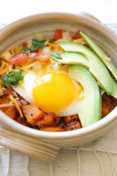 A healthy Mexican-inspired breakfast bowl. For convenience you can make the butternut and pico de gallo ahead of time, then in the morning just heat up the squash, fry a quick egg and slice up the avocado.