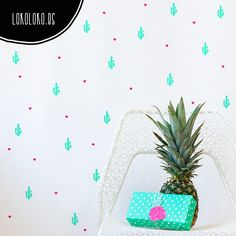 Decoración alegre y divertida con vinilos adhesivos de cactus y corazones DIY en…