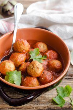 Le polpette di carciofi sono una ricetta veloce, facile ed originale che vi lascerà sbalorditi. Semplice e velocissima perfette per un gustoso pranzo o una delicata cena.