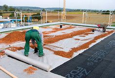 Floradrain® Elements FD 25-E are being covered with system filter sheets