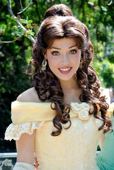 Disney Character Cosplay OH my gosh, I have never seen anybody look so much like the animated character of Belle in my life. This is amazing! Disneyland Princess, Disney Princess Dresses, Bella Disney, Disney Love, Belle Cosplay, Disney Cosplay, Belle Makeup, Belle Hairstyle, Princess Makeup