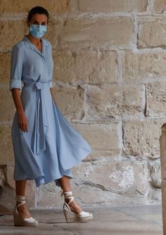 Elegant Outfit, Elegant Dresses, Beautiful Dresses, Casual Dresses, Cocktail Outfit, Vestidos Vintage, Queen Letizia, Dress With Sneakers, Royal Fashion